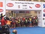 01 Hervis Prague Half Marathon start 6 4 2013